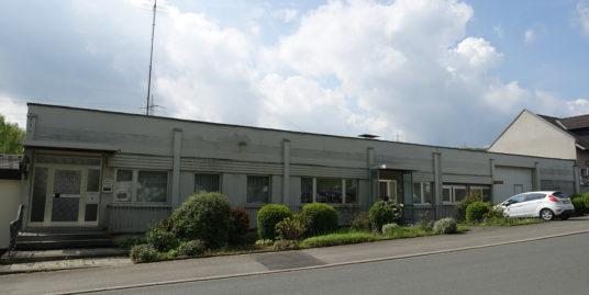 Produktionshalle mit Anliegerwohnung, Büro, Lager, Garage und Sozialräume