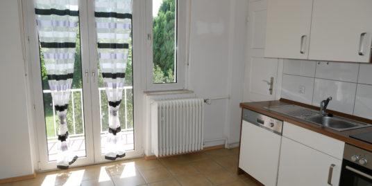 Stadtnahe 3-Zimmer Wohnung mit modernem Duschbad in guter Lage !!